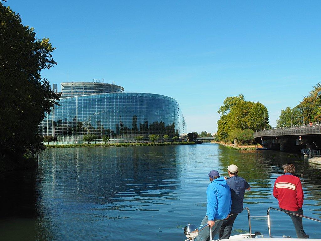 Hausbootwoche für Männer: Am Europaparlament in Straßburg