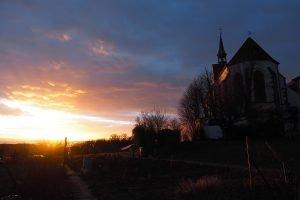 Sonnenuntergang bei der Kirche St. Chrischona