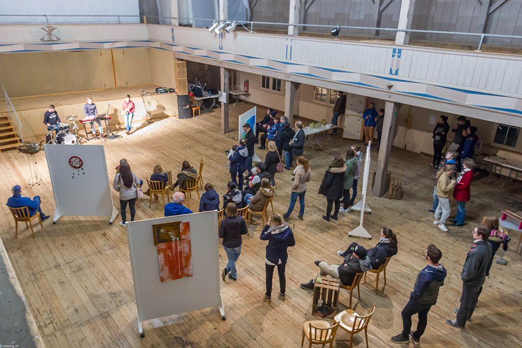 Art for God: Besucher in der Eben-Ezer-Halle