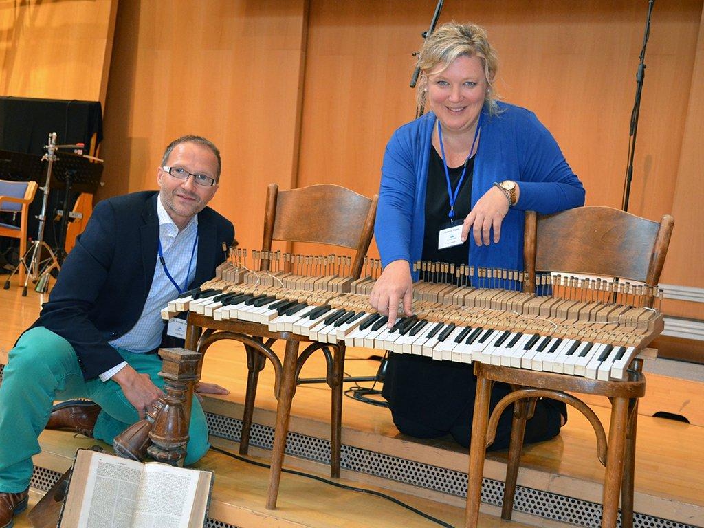 Die tsc-Dozenten Dr. Andreas Loos und Susanne Hagen geben beim Trainingstag Worship theologische und musikalische Denkanstösse.