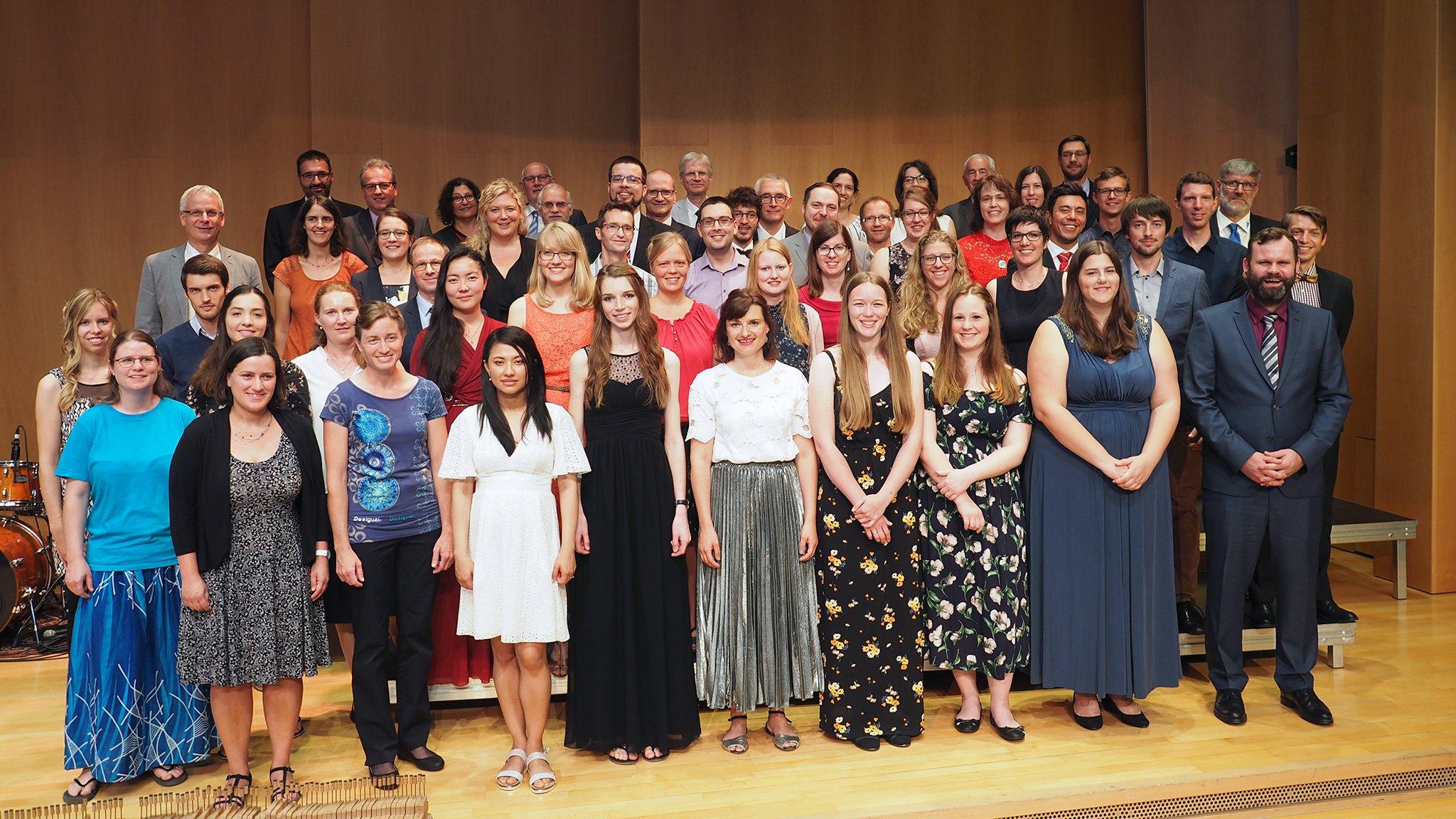 tsc-Jahresfest 2019: Absolventinnen und Absolventen 2019 mit Dozentinnen und Dozenten des Theologischen Seminars St. Chrischona