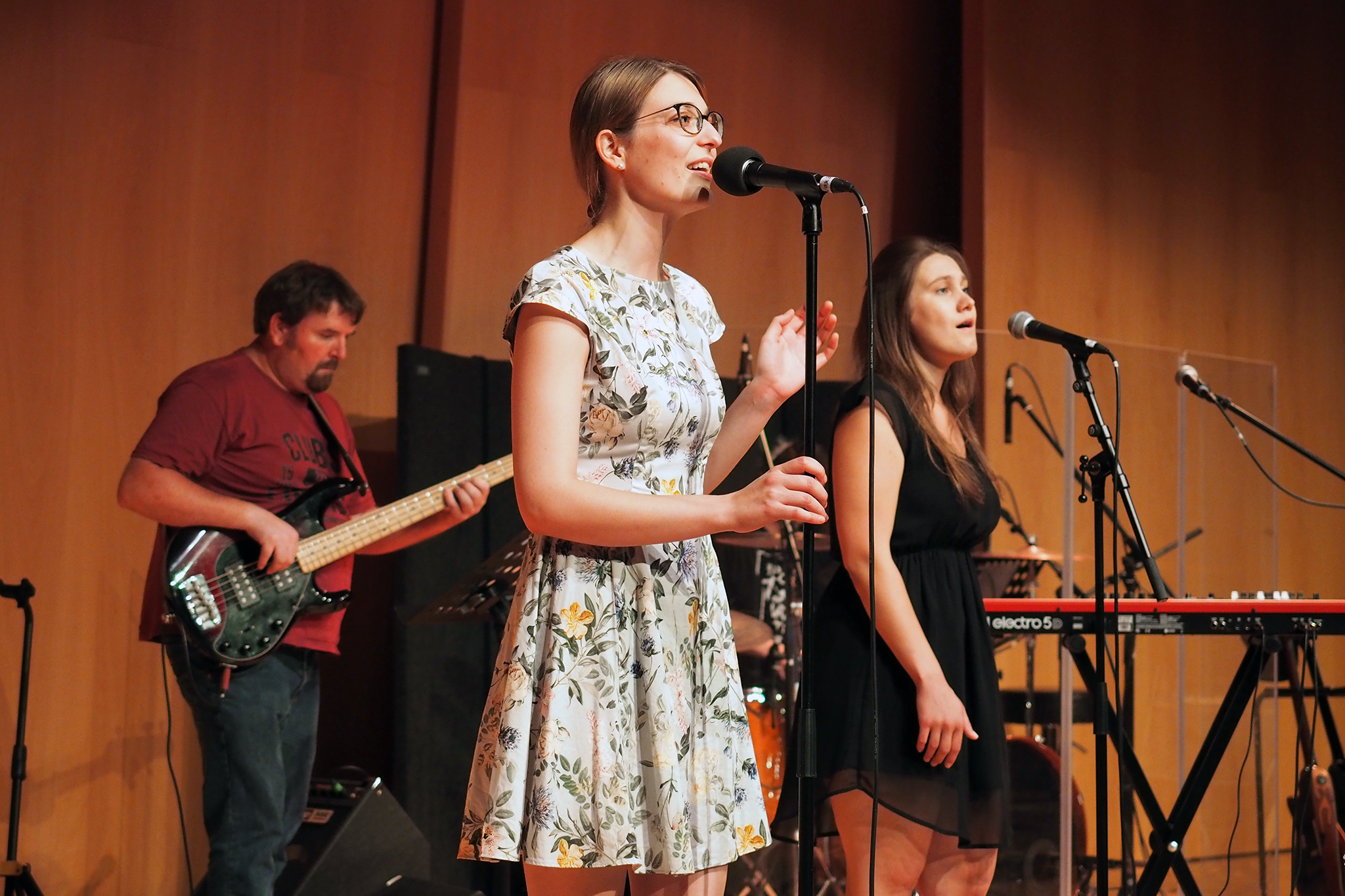 Am Nachmittag des Jahresfestes zeigten vier Bands von Theologie- und Musikstudierenden ihr Können.