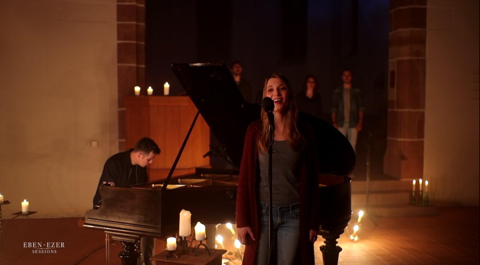 Eben-Ezer-Sessions: Carolin Feuchtmeyer trägt ihr Lied «You know» vor.