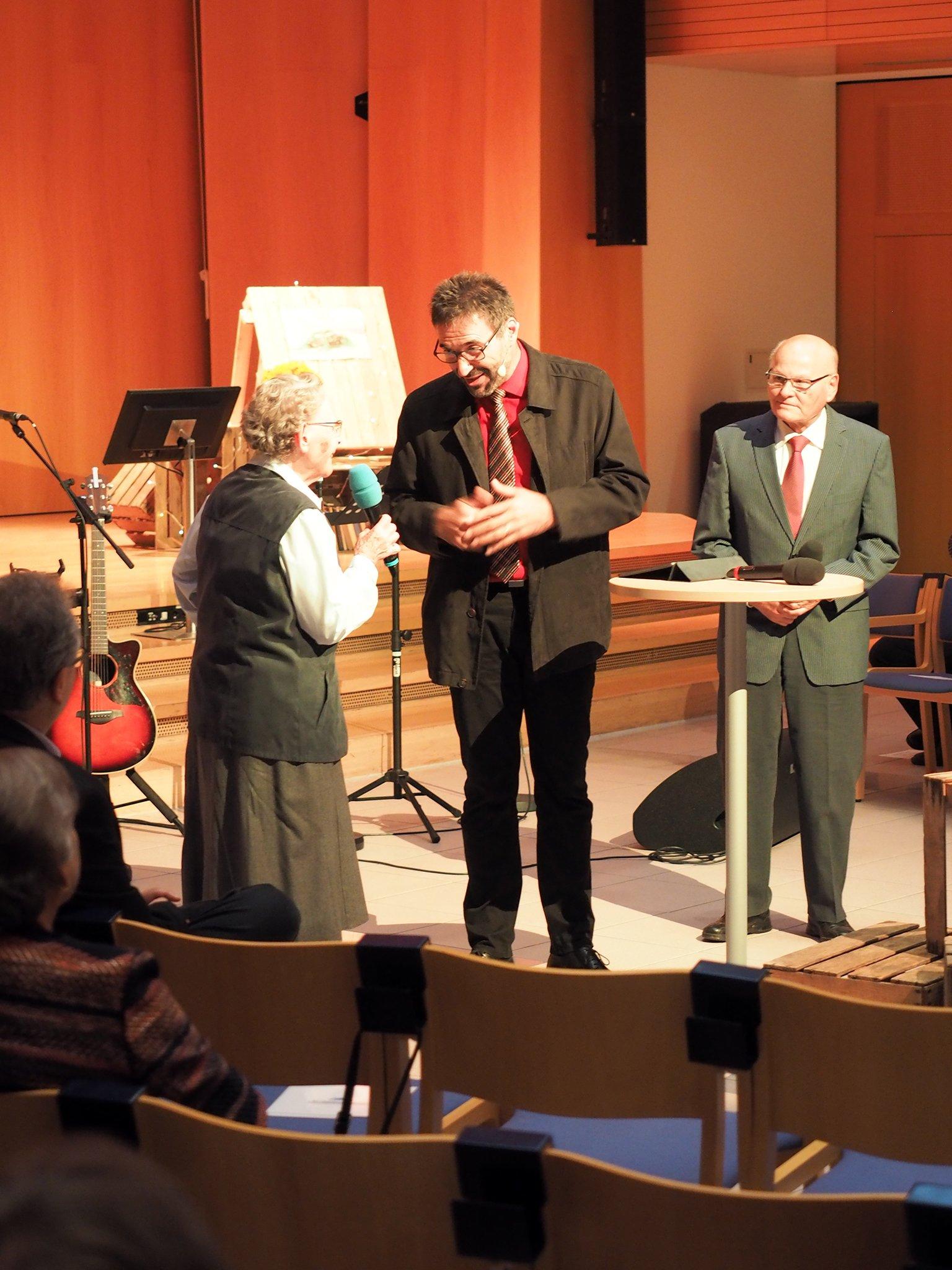 René Winkler interviewt Lotte Mattmüller und Werner Buchholz.