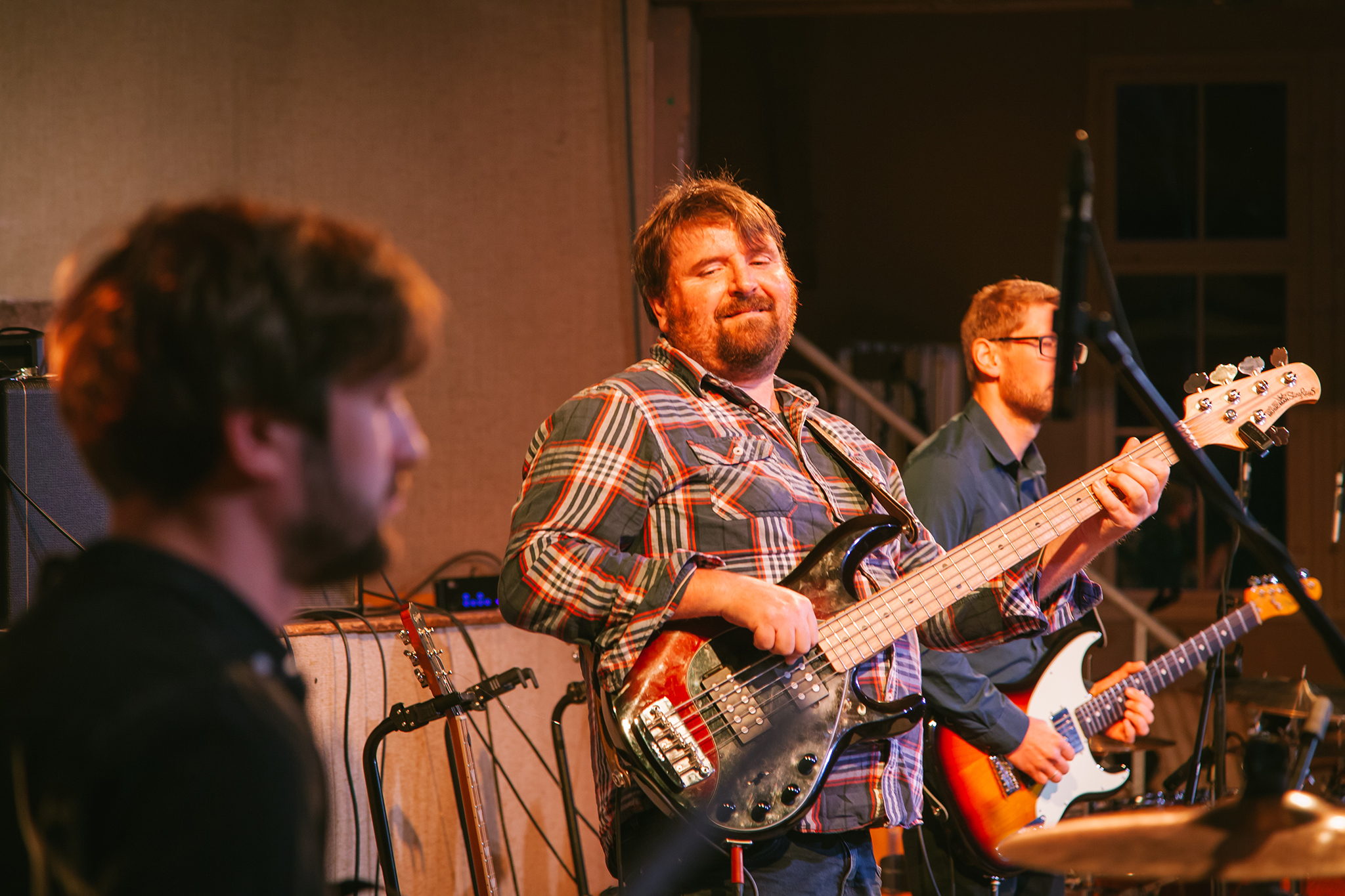 Eben-Ezer-Sessions am 18.10.2019: Der Bass sorgt für den Beat. (Foto: Knut Burmeister, ALLTAG)