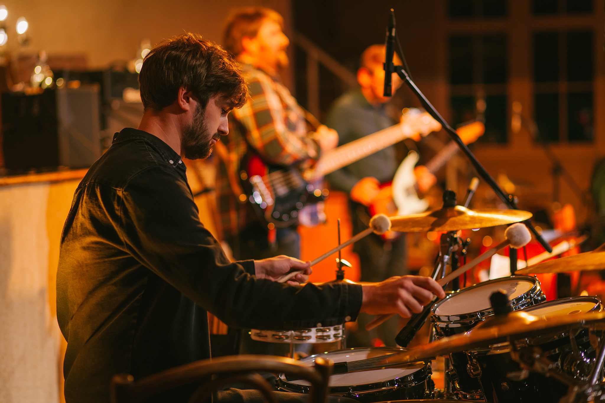 Eben-Ezer-Sessions am 18.10.2019: Marc Burger spielt Schlagzeug. (Foto: Knut Burmeister, ALLTAG)