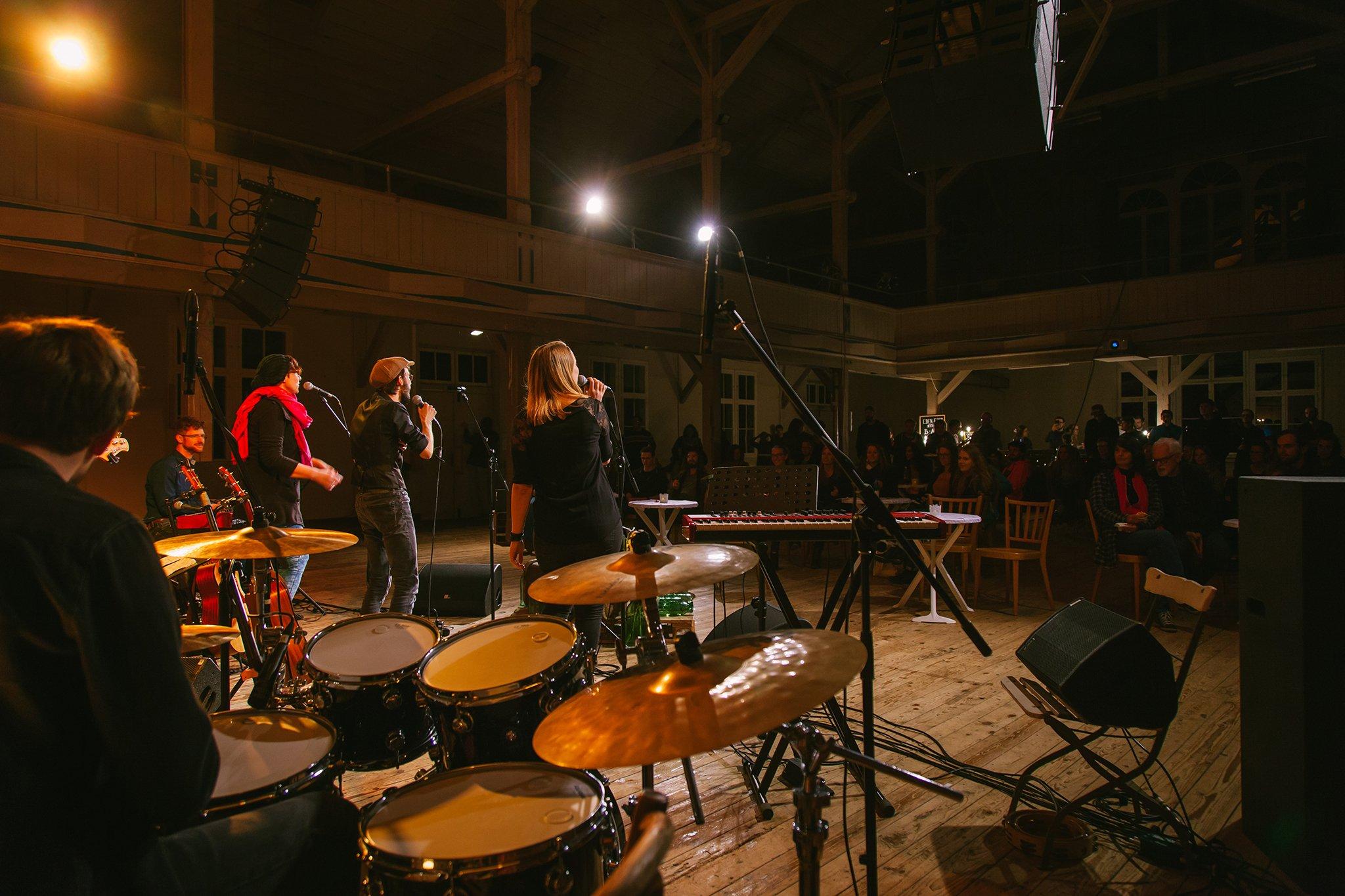 Eben-Ezer-Sessions am 18.10.2019: Band und Publilkum (Foto: Knut Burmeister, ALLTAG)