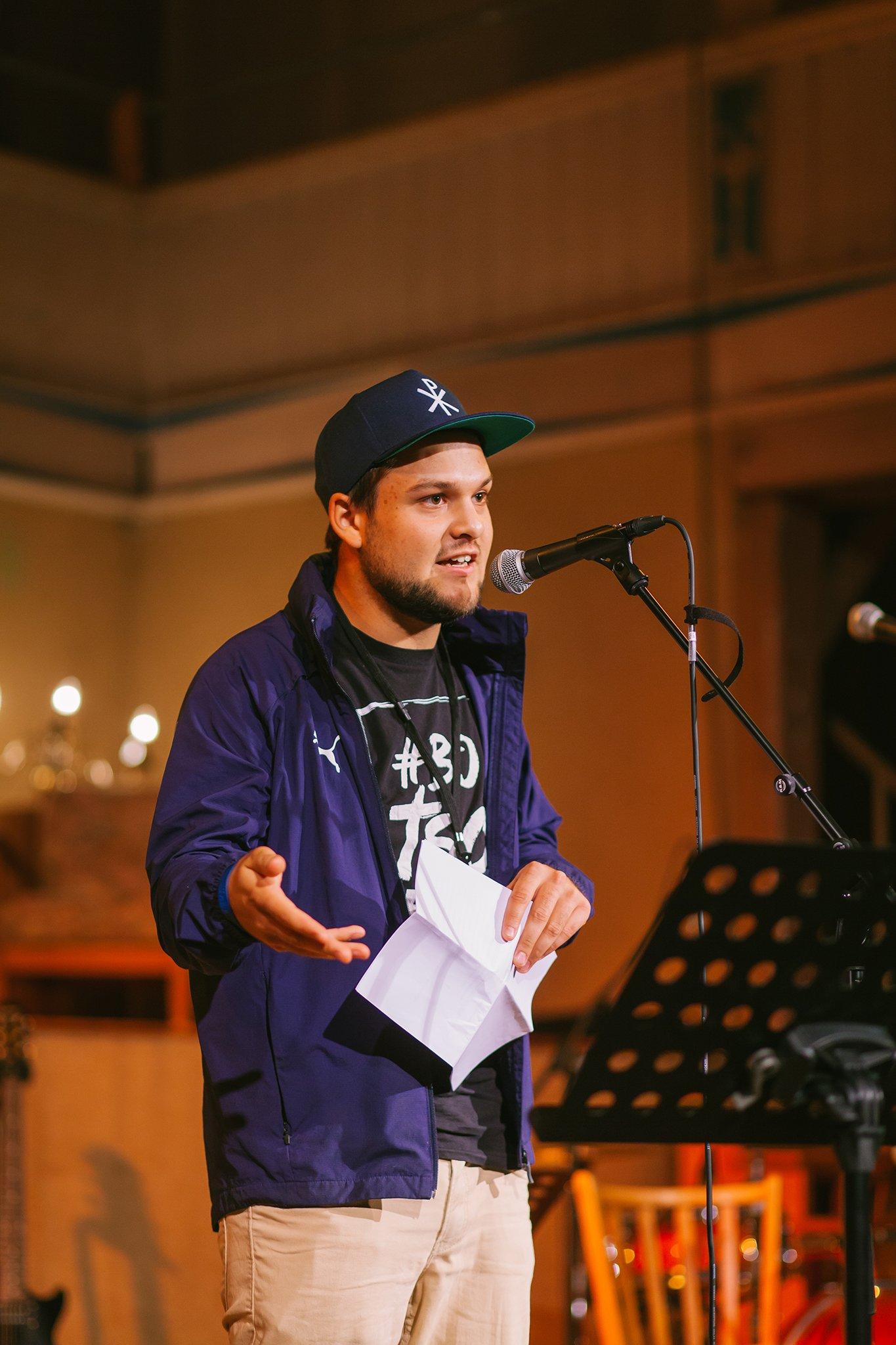 Eben-Ezer-Sessions am 18.10.2019: Lukas Knierim beim Poetry-Slam (Foto: Knut Burmeister, ALLTAG)