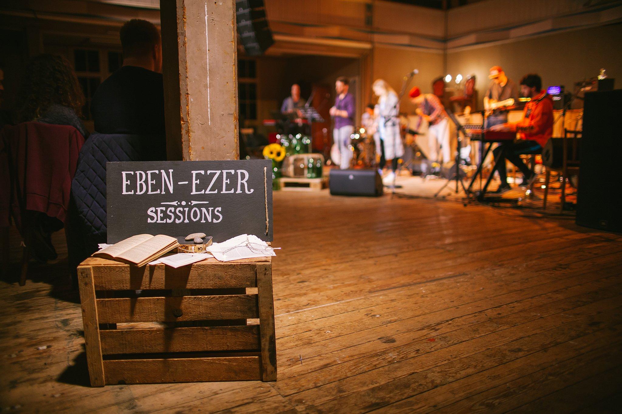 Eben-Ezer-Sessions am 18.10.2019: Deko und Band (Foto: Knut Burmeister, ALLTAG)