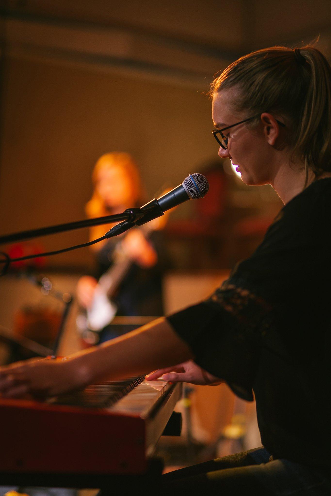 Eben-Ezer-Sessions am 18.10.2019: Johanna Peter am Keyboard (Foto: Knut Burmeister, ALLTAG)