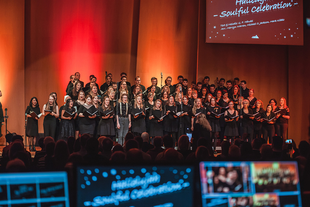Adventskonzert des tsc-Chors am 30.11.2019: Chor vom Technikpult (Foto: Knut Burmeister, ALLTAG)