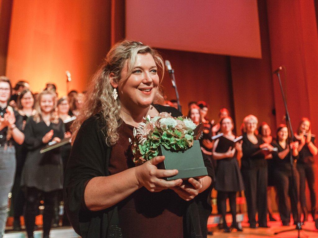 Adventskonzert des tsc-Chors am 30.11.2019: Dank an Chorleiterin Susanne Hagen (Foto: Knut Burmeister, ALLTAG)