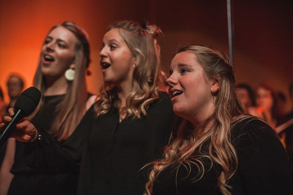 Adventskonzert des tsc-Chors am 30.11.2019: 3 Sängerinnen (Foto: Knut Burmeister, ALLTAG)