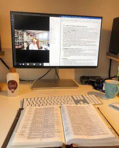 tsc-Dozent Dr. Stefan Felber gibt Unterricht im Alten Testament per Videokonferenz.