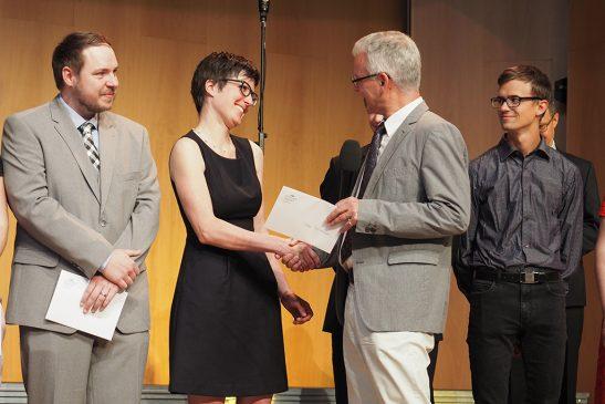 tsc-Jahresfest 2019: Claudius Buser gratuliert Tabea Reichenbach zum Studienabschluss (4zu3)
