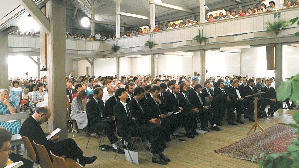 In der Eben-Ezer-Halle fanden tausende Anlässe statt, zum Beispiel die Ordination der Absolventen des Prediger- und Missionsseminars 1987.
