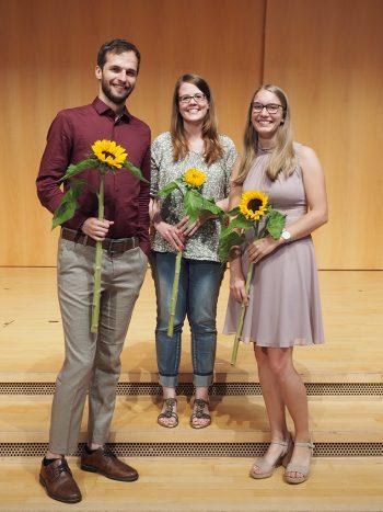 Micha-David Hirt, Franziska Chiavi und Johanna Habel (von links) stellten an der Graduierungsfeier 2021 ihre ausgezeichneten Bachelorarbeiten vor.